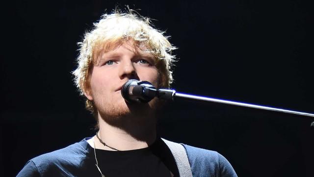 Será que Ed Sheeran já é um homem casado? Há quem acredite que sim
