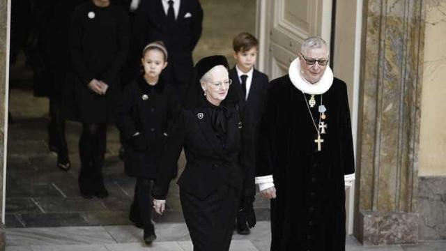 As imagens da despedida ao príncipe Henrique da Dinamarca