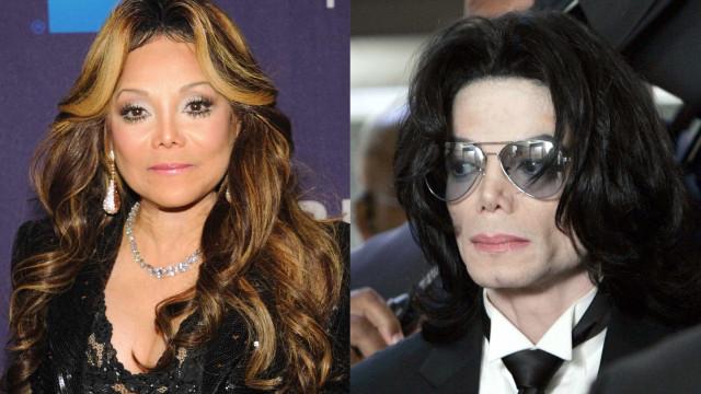 Irmã de Michael Jackson 'fala' com o músico através de um médium
