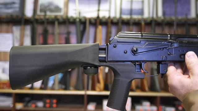 Trump anuncia primeira medida para controlo de armas: banir 'bump stocks'