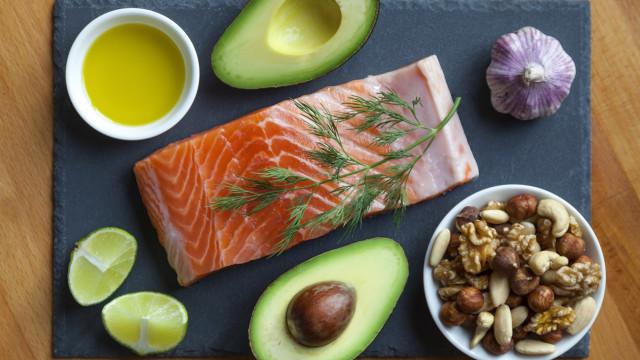 Dietas. É melhor cortar nos hidratos de carbono ou nos alimentos gordos?