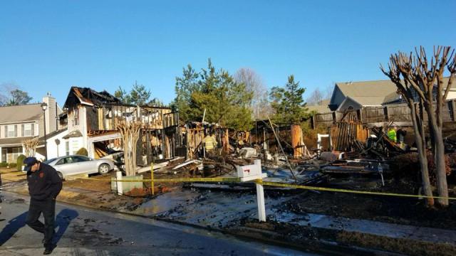 Incendeia casa que perdeu no divórcio mas fogo espalha-se por toda a rua