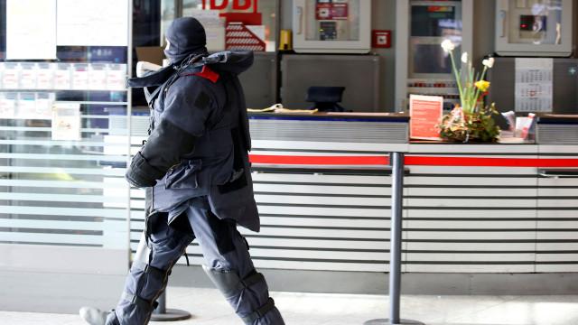 """Pacote suspeito em estação de comboios em Berlim era """"inofensivo"""""""