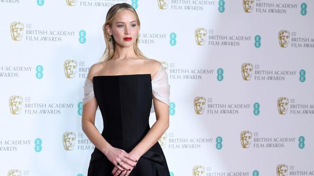 Jennifer Lawrence assume-se uma fã de 'Cinquenta Sombras de Grey'