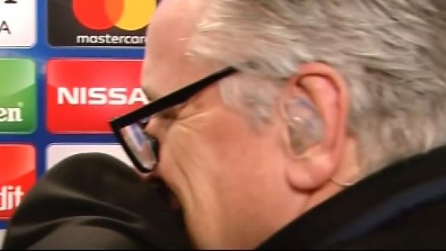 Mourinho e jornalista abraçados em plena flash interview