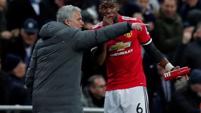 José Mourinho chamou Pogba ao gabinete e a discussão foi acesa