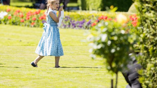 Divulgadas novas fotografias da princesa Estelle
