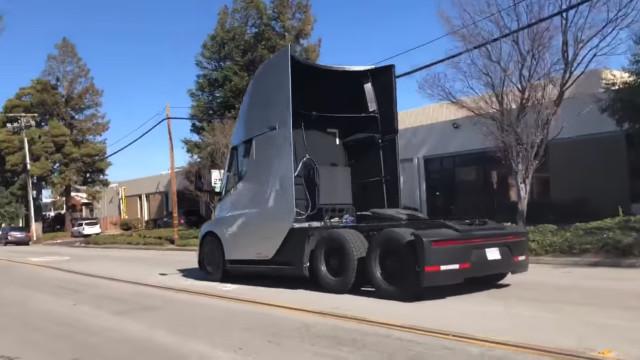 Vídeo mostra a aceleração (monstruosa) do camião da Tesla
