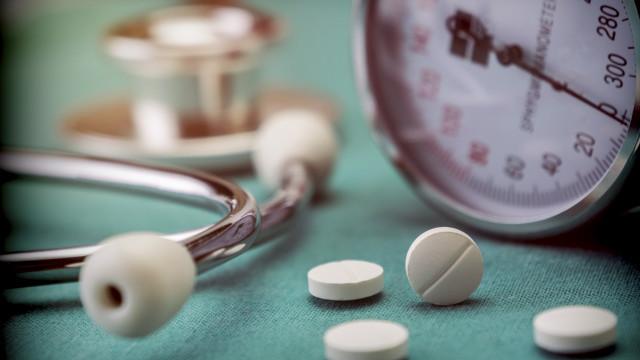 Quase metade dos doentes interrompem medicação prescrita para hipertensão