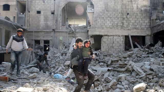 """O extermínio em Ghouta: """"Ele vai para o céu, pelo menos lá há comida"""""""