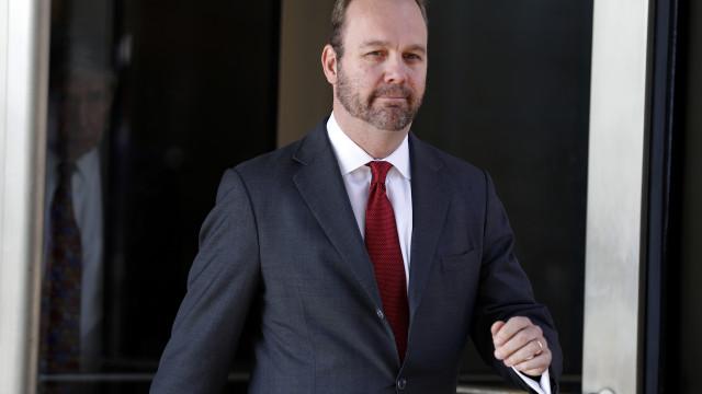 Vice-diretor da campanha de Trump admite crime bancário e fiscal
