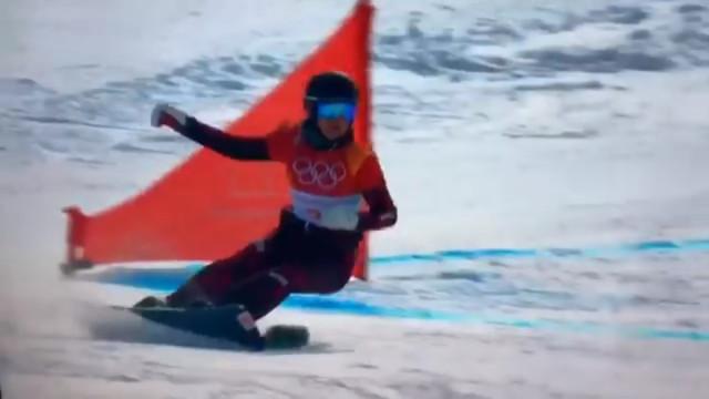 JO de Inverno: 'Snowboarder' austríaca por pouco não 'atropelou' esquilo