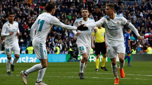 Bis de Ronaldo na goleada diante do Alavés