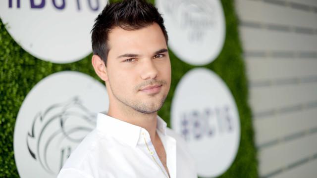 Taylor Lautner chora a morte da sua cadelinha