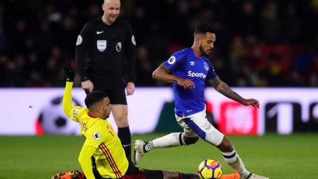 Com Carrillo em campo, Watford vence Everton