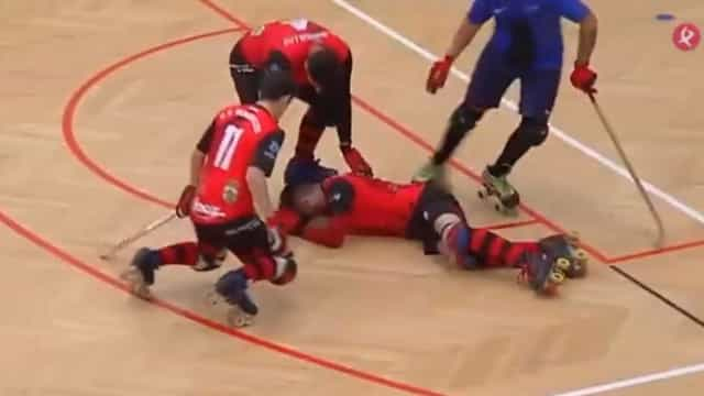 Espanha: Jogador perde a cabeça e agride adversário com o stick