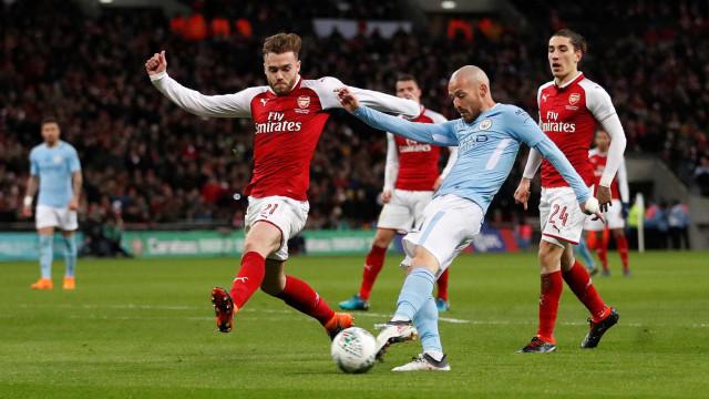 Vitória tranquila sobre o Arsenal oferece Taça da Liga ao Manchester City