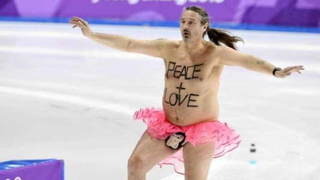 Um tutu rosa foi o que chegou para este homem brilhar nos Jogos Olímpicos