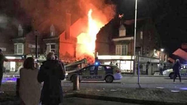 Explosão em loja de conveniência em Leicester