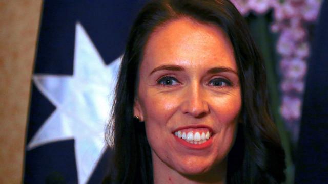 "Entrevista ""sexista"" a primeira-ministra gera polémica na Nova Zelândia"