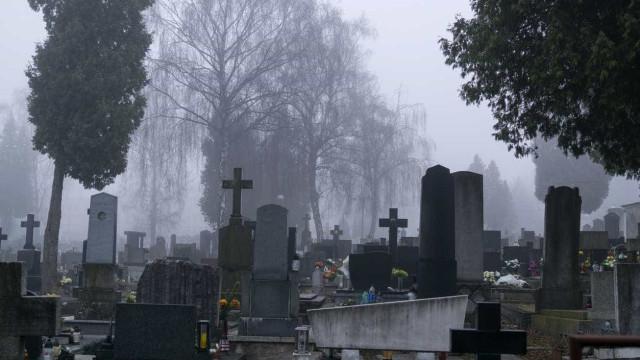Cidade alemã sorteia campas de cemitério para responder à procura