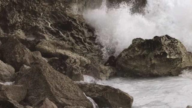 Arrepiante: Surfista australiano quase morre nas ondas da Nazaré