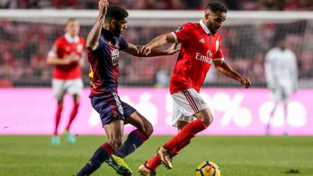 Douglas já trata do futuro pós-Benfica