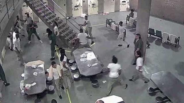 Luta em prisão nos EUA deixa dois reclusos hospitalizados