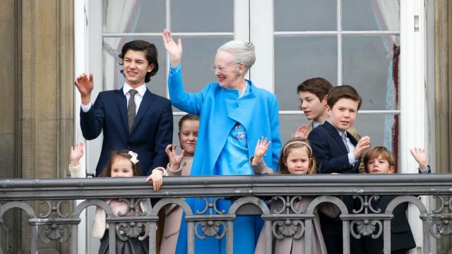 Príncipe da Dinamarca assina contrato como modelo