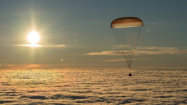Nave espacial russa Soyuz MS-06 aterrou no Cazaquistão