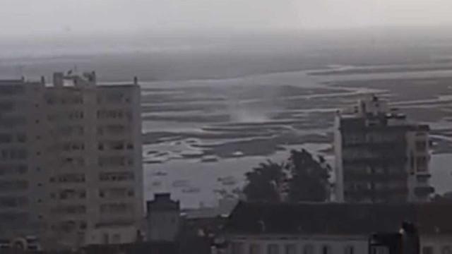Pequeno tornado vira embarcações e causa estragos em Faro