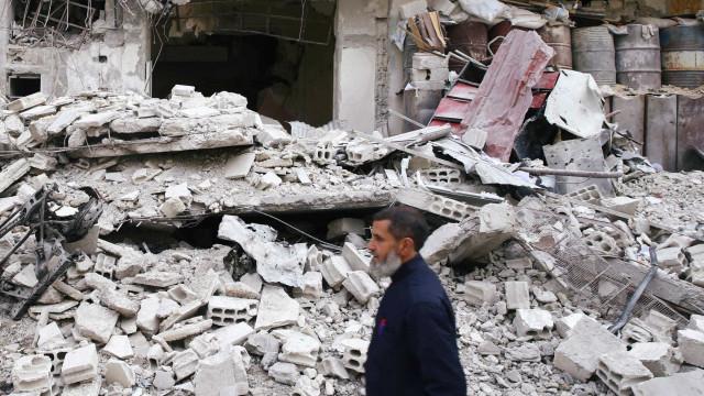 Começou retirada de combatentes e famílias de Ghouta
