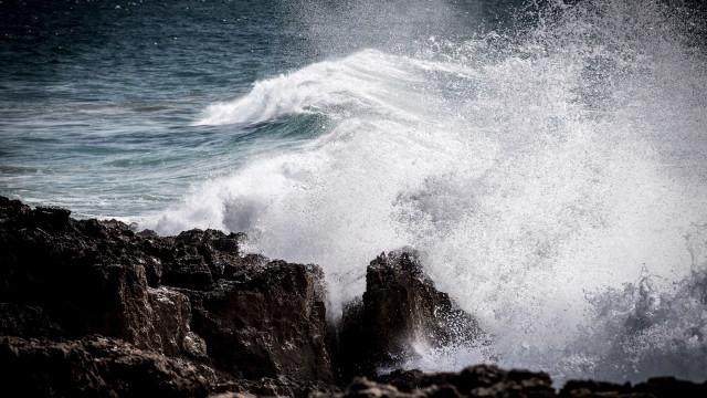 Prolongado aviso de agitação marítima na Madeira até às 06h00 de amanhã