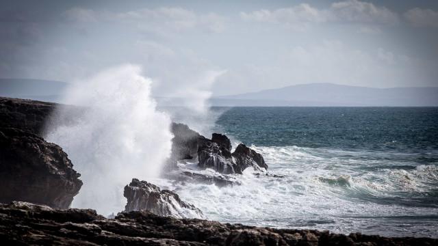 Alerta: Ondas podem chegar aos 15 metros devido à tempestade Félix