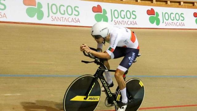 Ivo Oliveira oferece primeira medalha de sempre em Campeonatos do Mundo