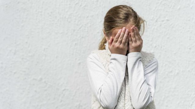 Hospedado em casa da família, violou menina de 11 anos durante meses