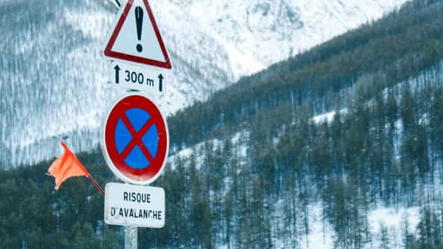Alpes: Criança sobrevive 40 minutos debaixo de neve após avalanche