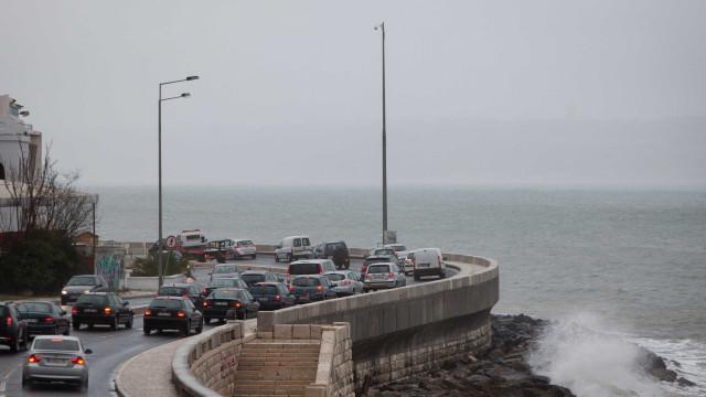 Acidente na Marginal condiciona trânsito para Lisboa