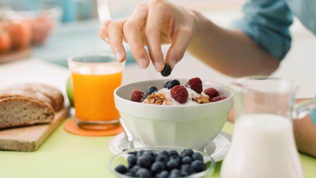 Não tomar pequeno almoço aumenta risco de obesidade