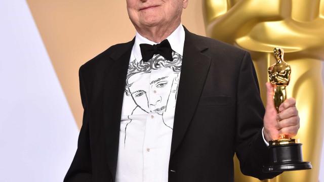'Chama-me Pelo Teu Nome': Guionista usa camisa com cara do ator do filme