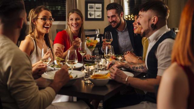 Oito dicas para receber bem os amigos em casa