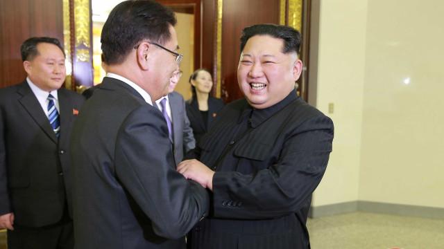 """Kim Jong-un disponível para """"fazer história na reunificação"""" das Coreias"""