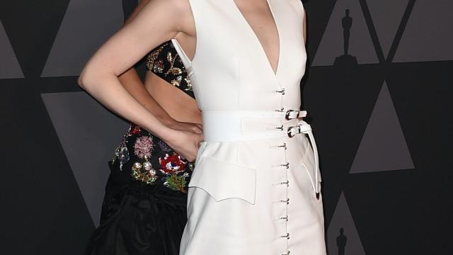 Jennifer Lawrence apanhada a 'picar' Emma Stone