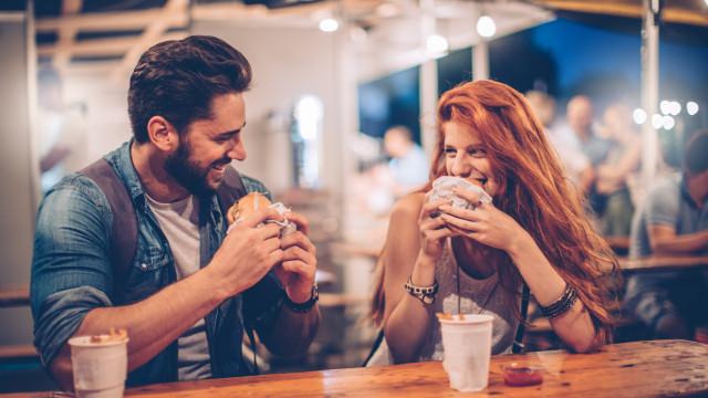 Mulheres recordam melhor homens vistos como potenciais parceiros