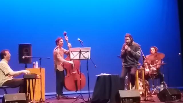 O regresso discreto de Salvador Sobral aos palcos