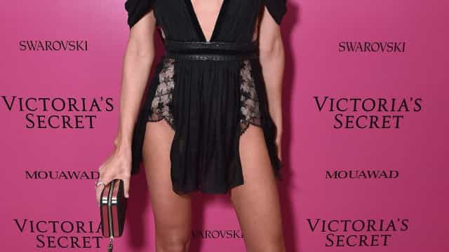 """Desculpa pai"": Candice Swanepoel surge completamente nua"