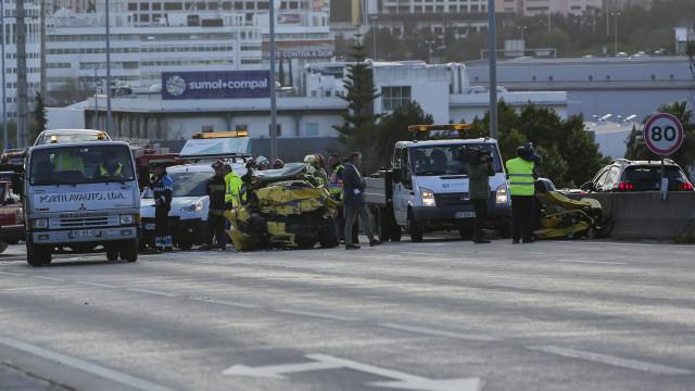 Carro em contramão que provocou acidente fatal no IC17 fugia da polícia