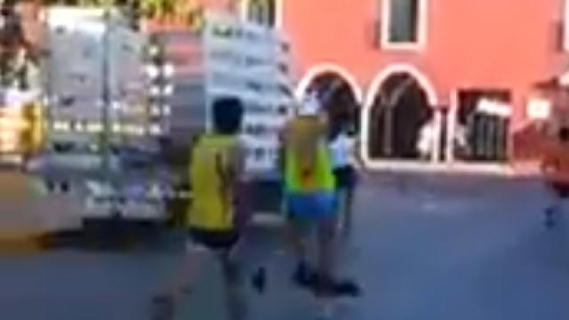 Atleta pontapeou brutalmente um cão durante Maratona no México