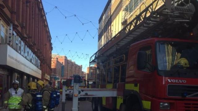 Fogo deixa 12 pessoas presas no topo da Torre de Blackpool
