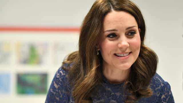 Kate Middleton usa vestido da Zara no valor de 60 euros